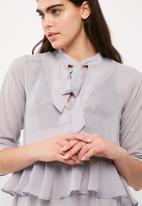 Missguided - Tie neck ruffle dress