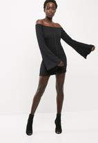 Missguided - Hook fastening flare sleeve rib dress