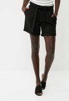 Jacqueline de Yong - Teal shorts