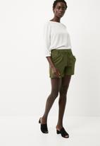 Jacqueline de Yong - Pretty shorts