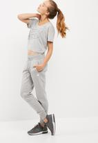 New Balance  - Athlectics cropped tee