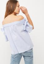 Vero Moda - Akina off shoulder bow top