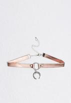 Missguided - Moon pendant choker necklace