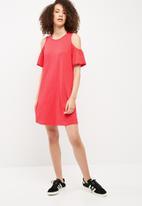 Vero Moda - Laura cold shoulder dress