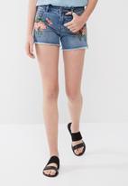 ONLY - Carmen denim embellished shorts