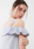 ONLY - Cooks cropped cold shoulder top