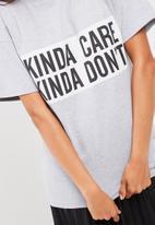 Missguided - Kinda care kinda don't t-shirt