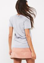 Missguided - Choker neck shredded oversized t-shirt