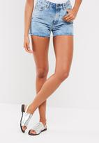Pieces - Mom Kim shorts
