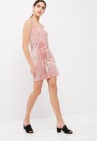 Vero Moda - Maila crushed velvet wrap dress