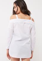 dailyfriday - Off shoulder shirt