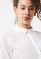 Vero Moda - Agnes flounce shirt