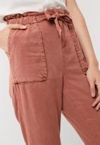 Vero Moda - Zoe tencel belted loose pants