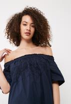 Vero Moda - Bella off shoulder dress
