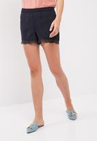 Jacqueline de Yong - Ashton lace shorts