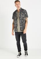 Cotton On - Wave print shirt