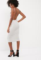 Missguided - Square neck ribbed open back midi dress