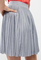 Vero Moda - Molly pleated skirt