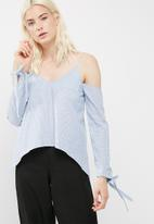 Missguided - Tie sleeve detail bardot supported top