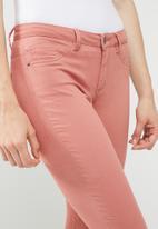 Jacqueline de Yong - Five pants