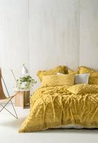 Linen House - Somers bed cover - pineapple