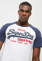 Superdry. - Vintage logo raglan tee