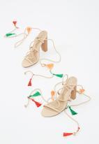 Missguided - Tassel block heel sandal