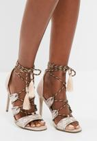 Missguided - Embroidered lace up gladiator heel