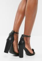 Missguided - Frill and eyelet block heel