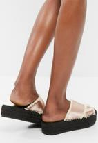 Missguided - Cross strap flatform