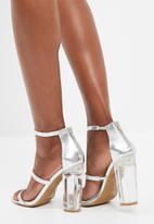 b54f2b1ccfc Dominique - silver Zoom Heels