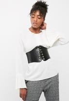 Missguided - Faux leather lace up belt