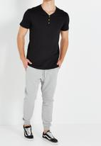 Cotton On - Essential henley tee