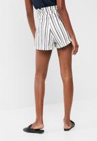 dailyfriday - Paperbag waist shorts