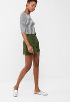 dailyfriday - D ring shorts