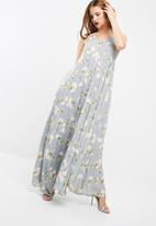 Missguided - Printed pleated maxi dress