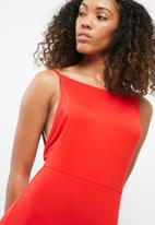 Missguided - Jersey asymmetric hem bodycon