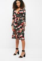 Missguided - Plunge v wrap red floral midi dress