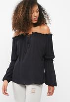 dailyfriday - Off the shoulder feminine blouse