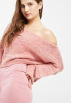 Missguided - Off shoulder balloon sleeve cropped jumper