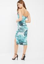Missguided - Scoop neck strappy tropical print midi dress