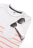 name it - Sunglasses tee