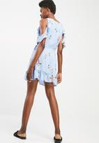 Cotton On - Woven allycia cold shoulder frill wrap dress