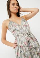 Missguided - Printed tie waist culotte jumpsuit