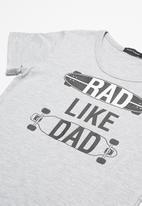 basicthread - Rad like dad tee
