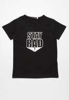 basicthread - Stay rad tee