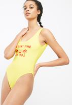 Missguided - Feelin' fine slogan swimsuit