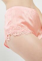 Missguided - Applique lace bralet and shorts set