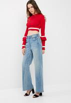 Missguided - Crop top with white trim