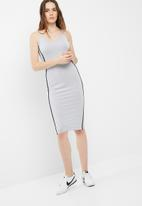 Missguided - Binding strappy midi dress